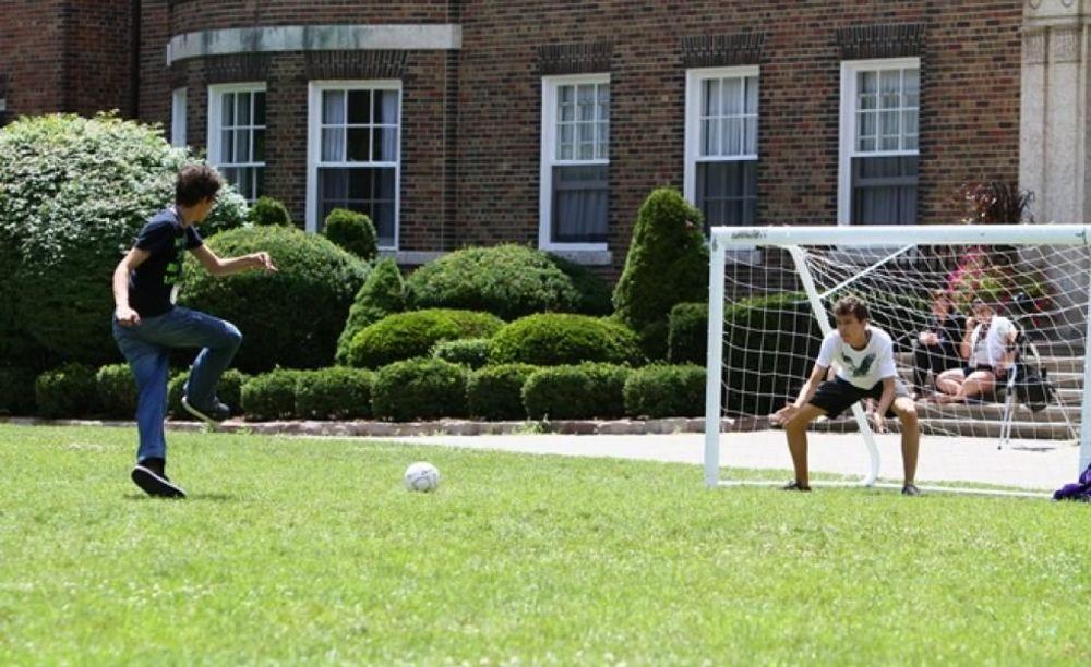 спортивная тренировка в лагере St Giles Toronto на базе St Andrew's College