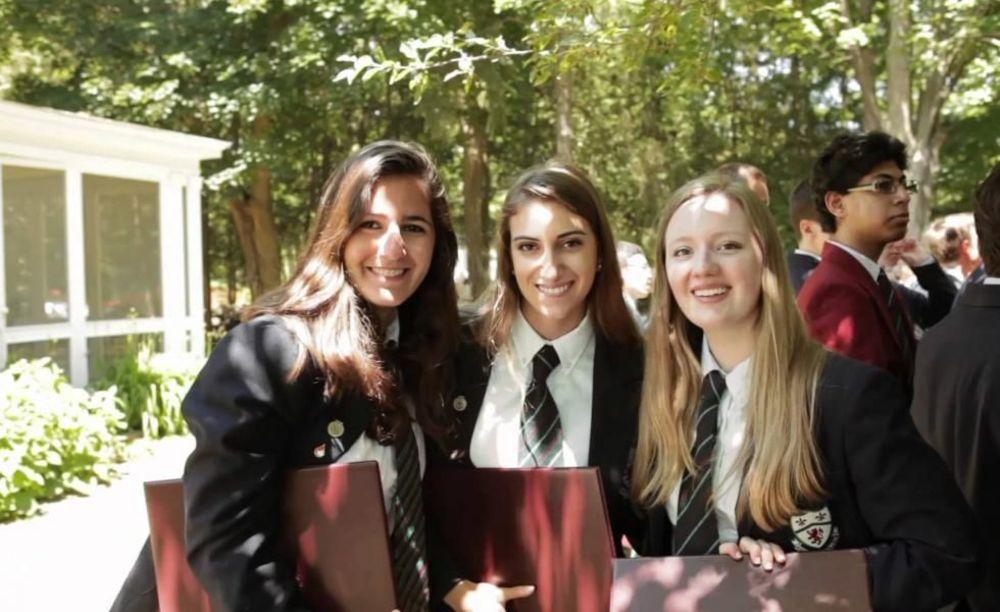 ученицы школы Ashbury College