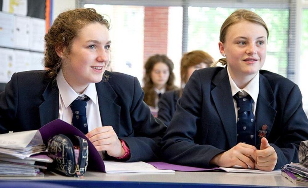 ученики школы Ratcliffe College за партой