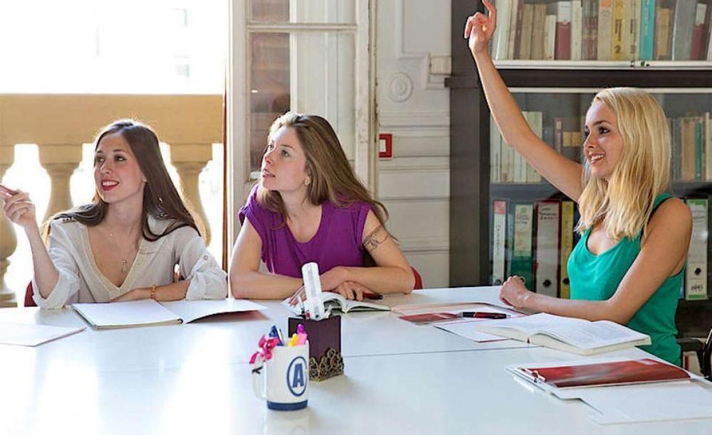 ученицы на занятиях в лагере Sprachcaffe Firenze