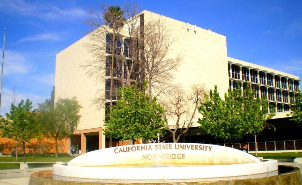 университет Embassy California State University Northridge
