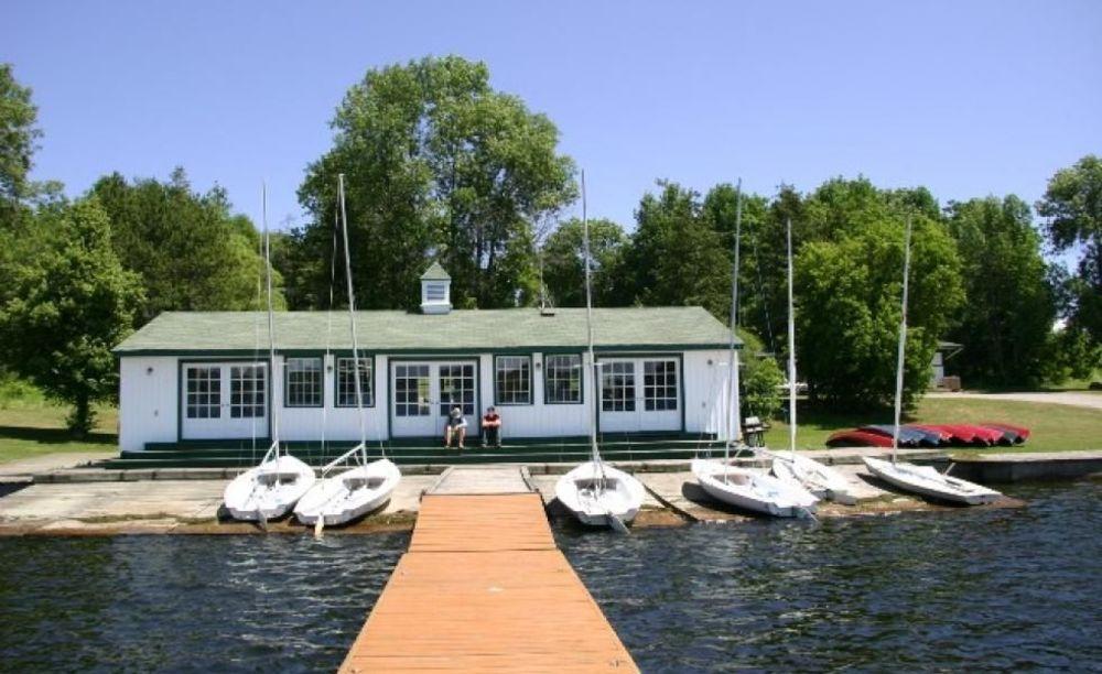 лодочная станция школы Lakefield College School