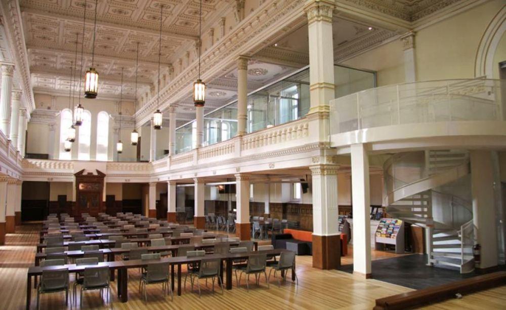 залы в College Sainte-Anne Summer