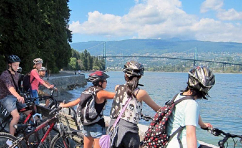 прогулка на велосипедах в лагере ILSC в Ванкувере