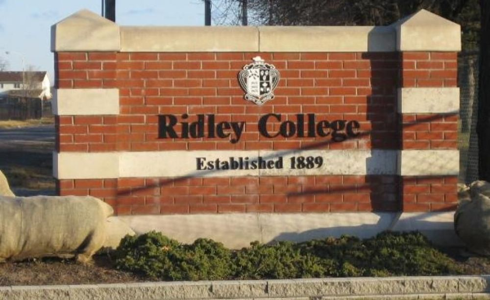 вход в школу Ridley College