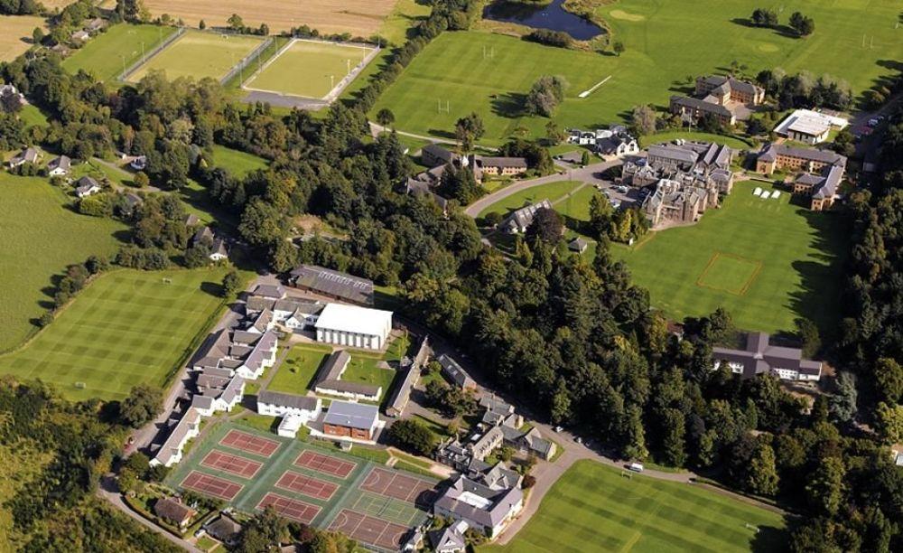 вид с высоты на школу Strathallan School
