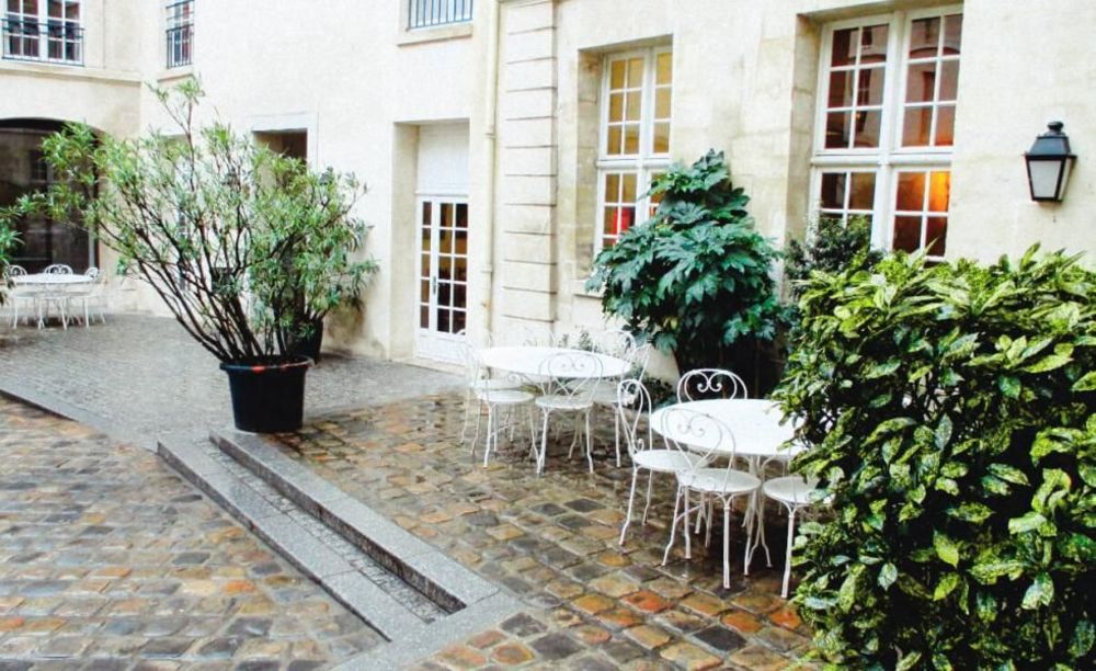 внутренний двор школы OISE в Париже