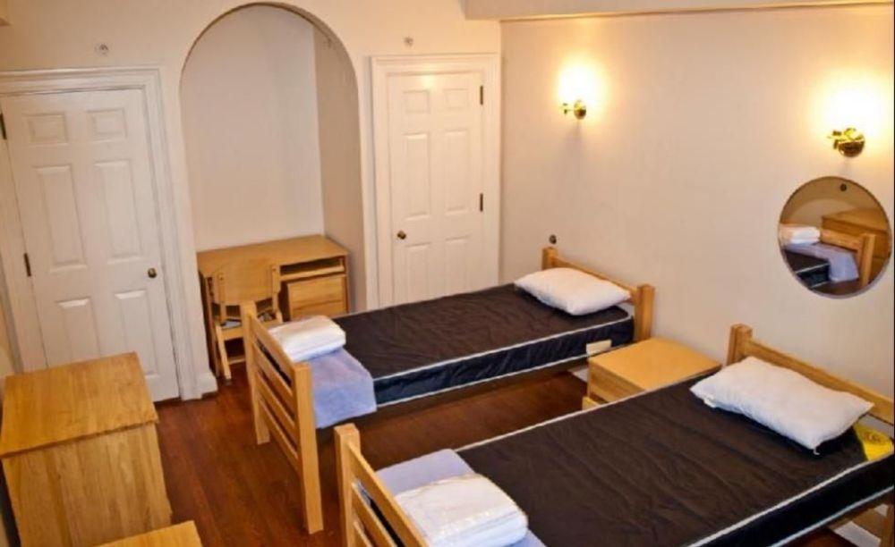 Yale University Redwing Education спальня в резиденции