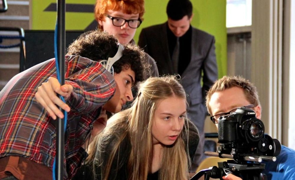 Young Film Academy студенты в классе