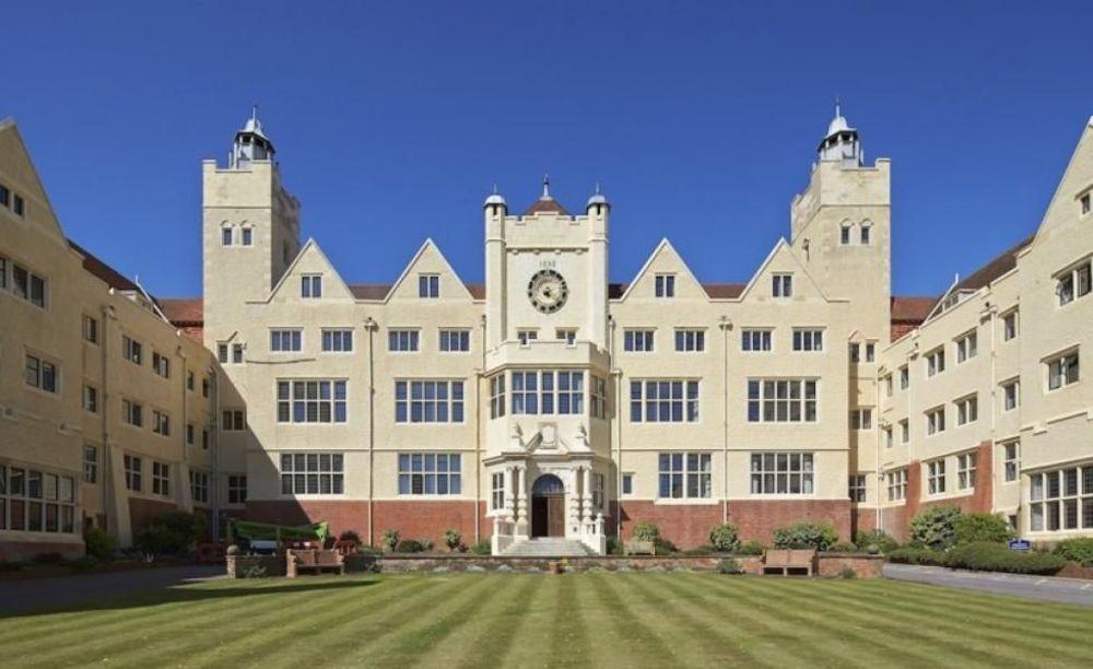 здание Roedean School