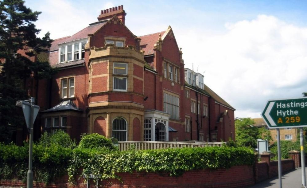 здание школы Earlscliffe College