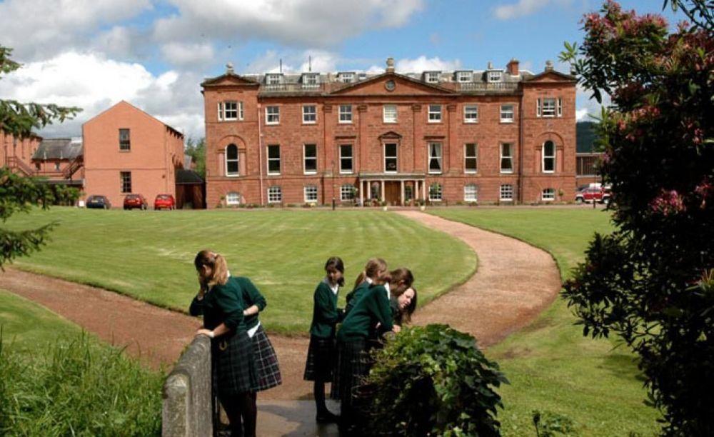 здание школы Kilgraston School