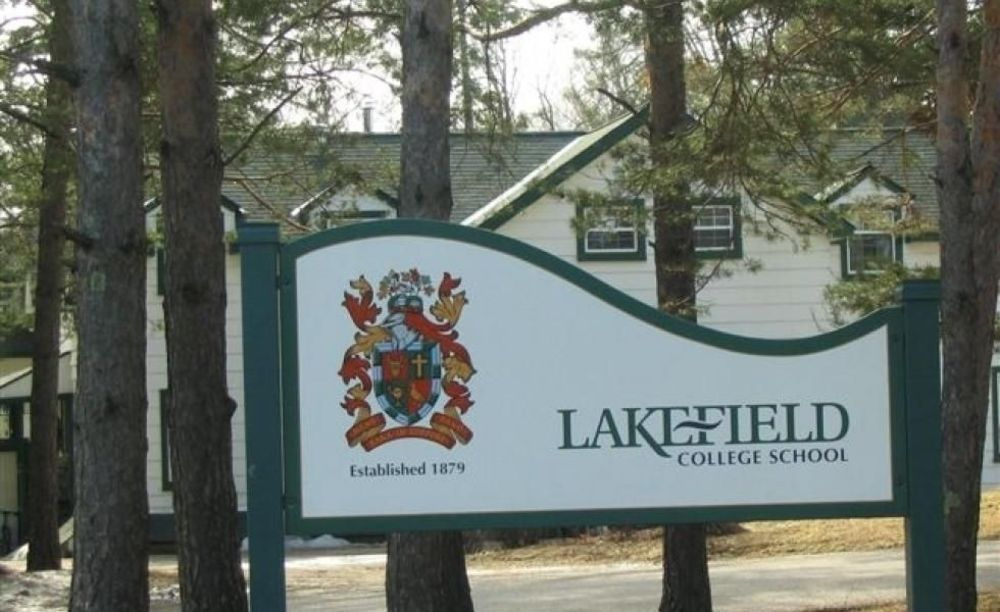 здание школы Lakefield College School