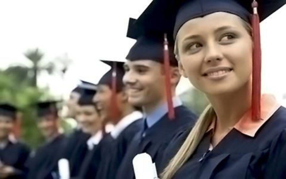 студент получил диплом