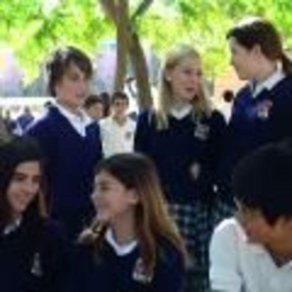 ученики Caxton College
