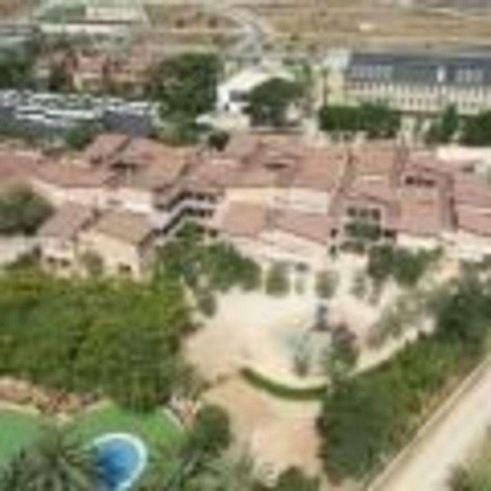 окрестности Caxton College