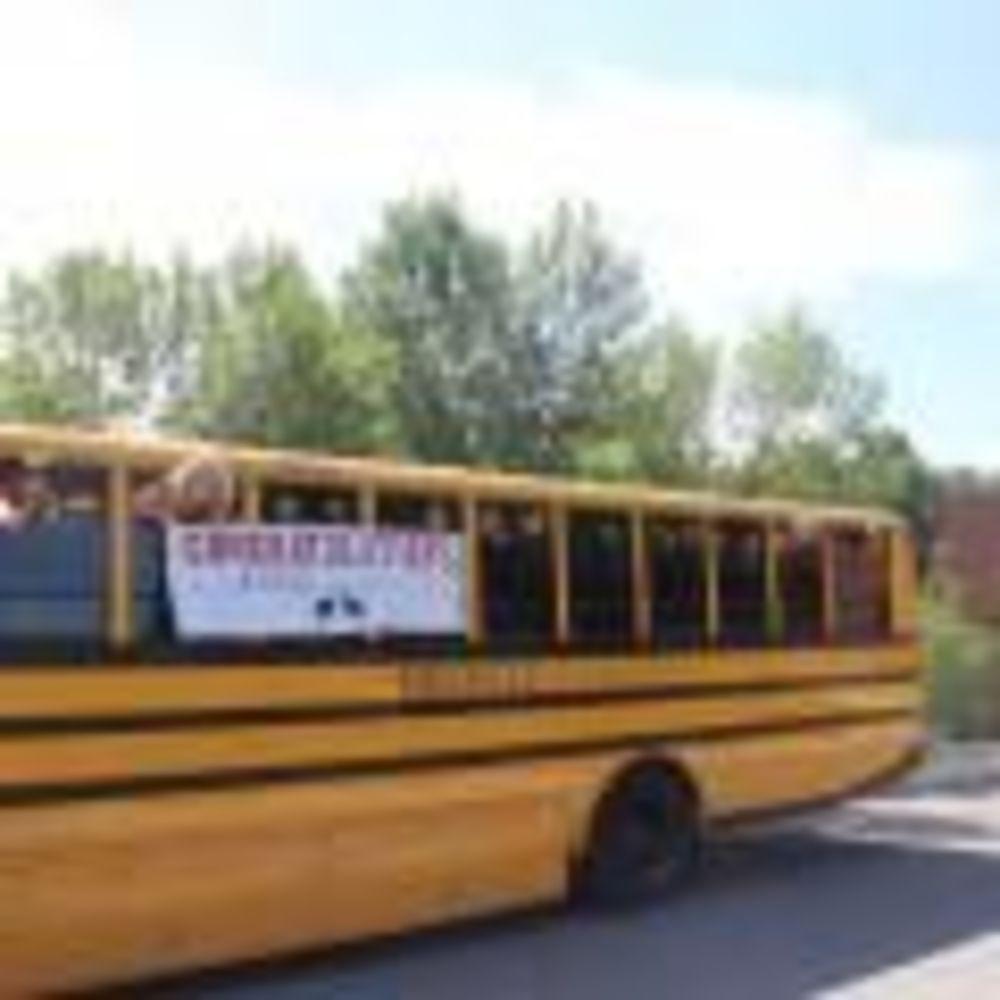 экскурсионный автобус летнего лагеря в Bronte College