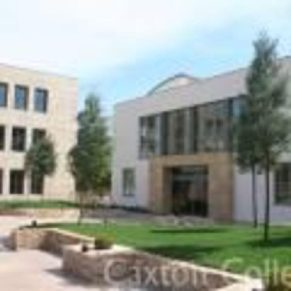 территория школы Caxton College