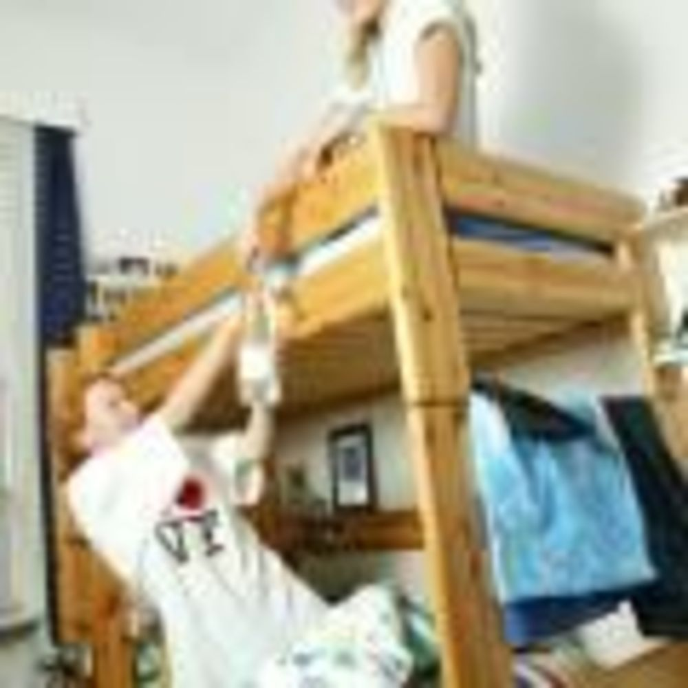 дети в своей комнате в лагере Lindenberg, Humboldt – Institut