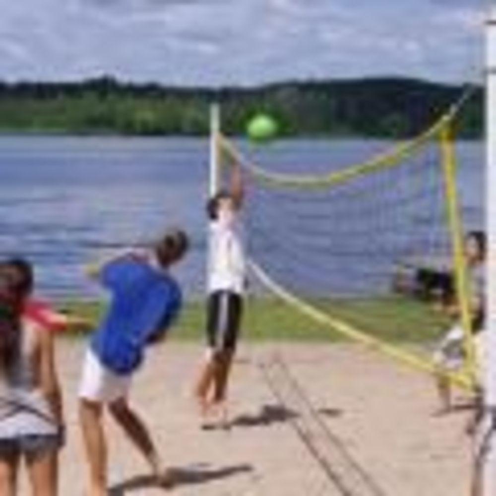 тренировка по волейболу в лагере CISS Lakefield College School
