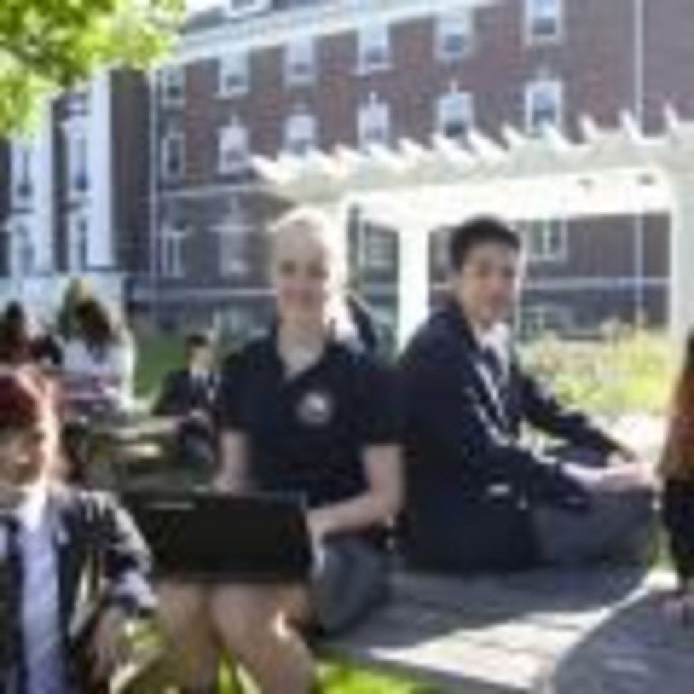 студенты Pickering College