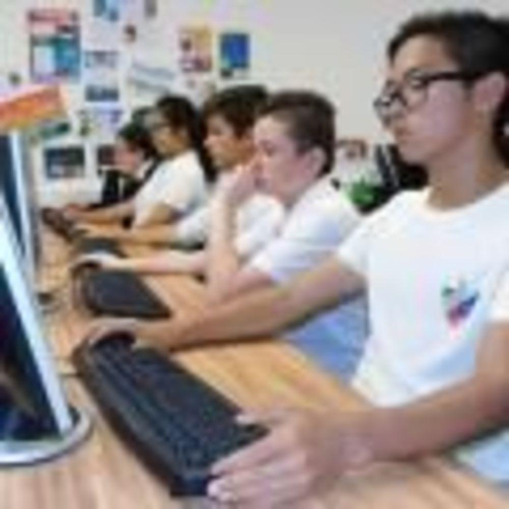 студнты на занятиях Nobel International School Algarve