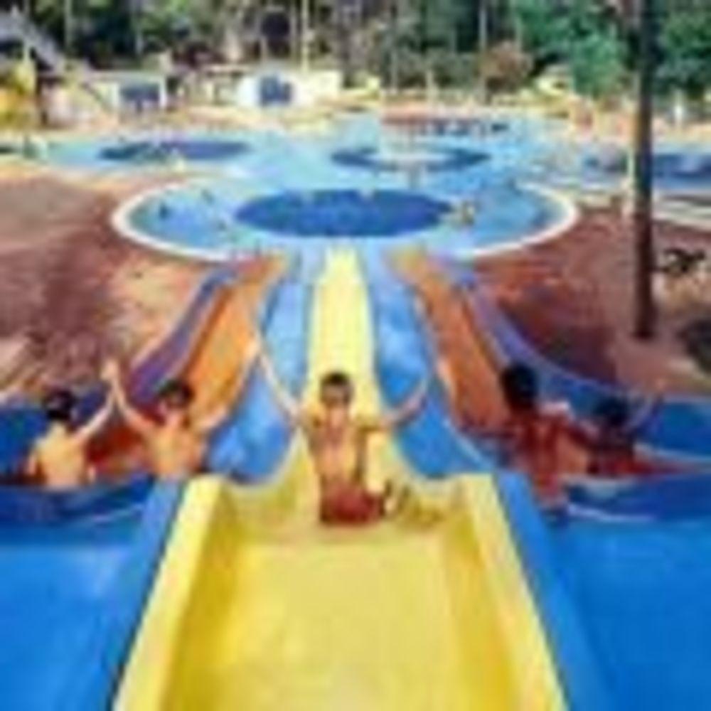 """дети в аквапарке MB International Summer Camp Lignano - компания """"Аспект"""""""
