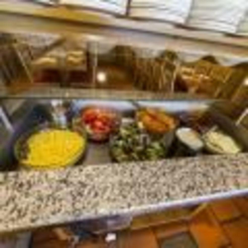 еда в столовой Leysin, Alpadia Summer Camps