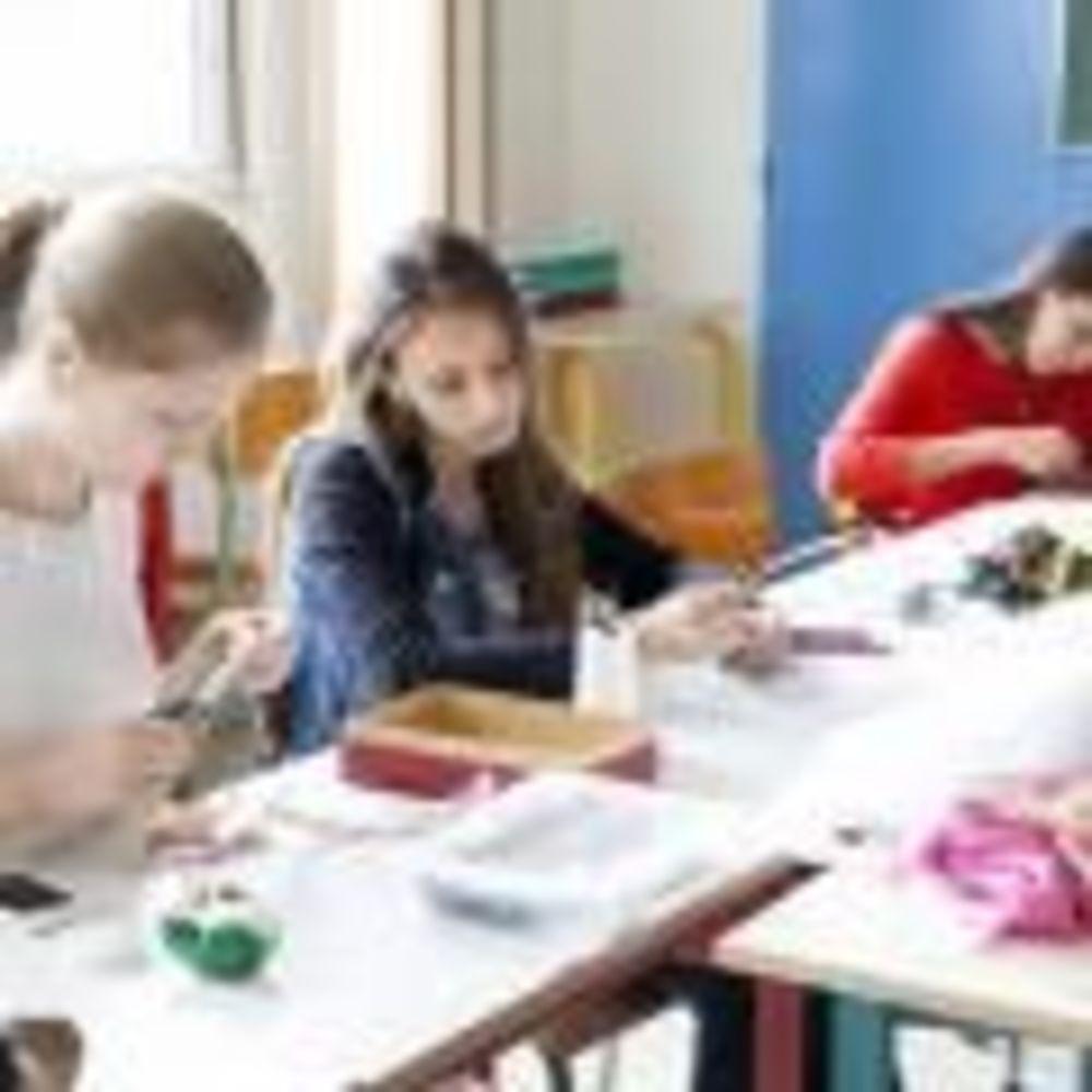 дети на факультативных занятиях в лагере Paris-Igny, Alpadia Summer Camps