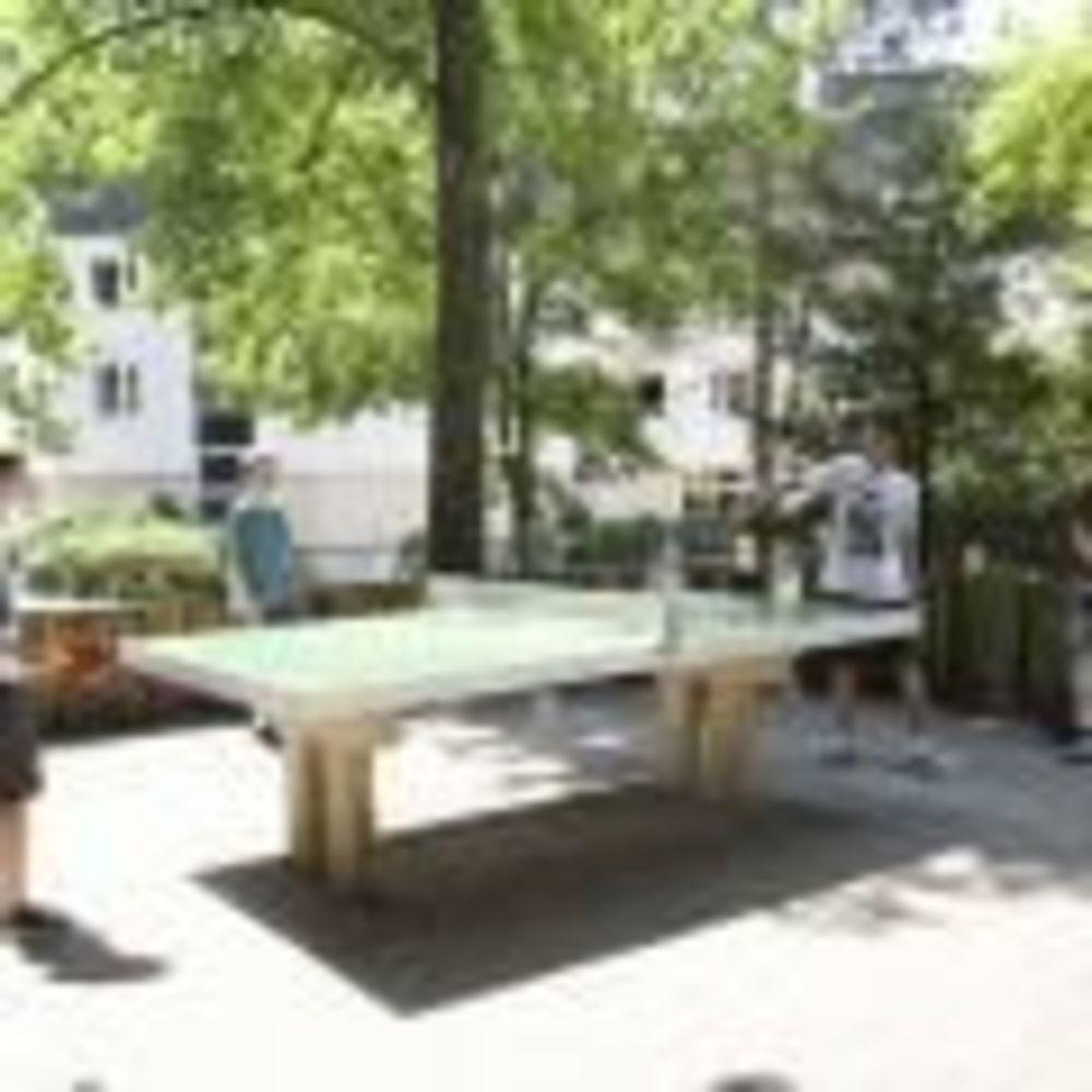игра в пинг-понг в лагере Freiburg, Alpadia Summer Camps