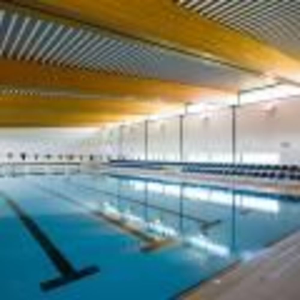 бассейн в школе St. Peter's School