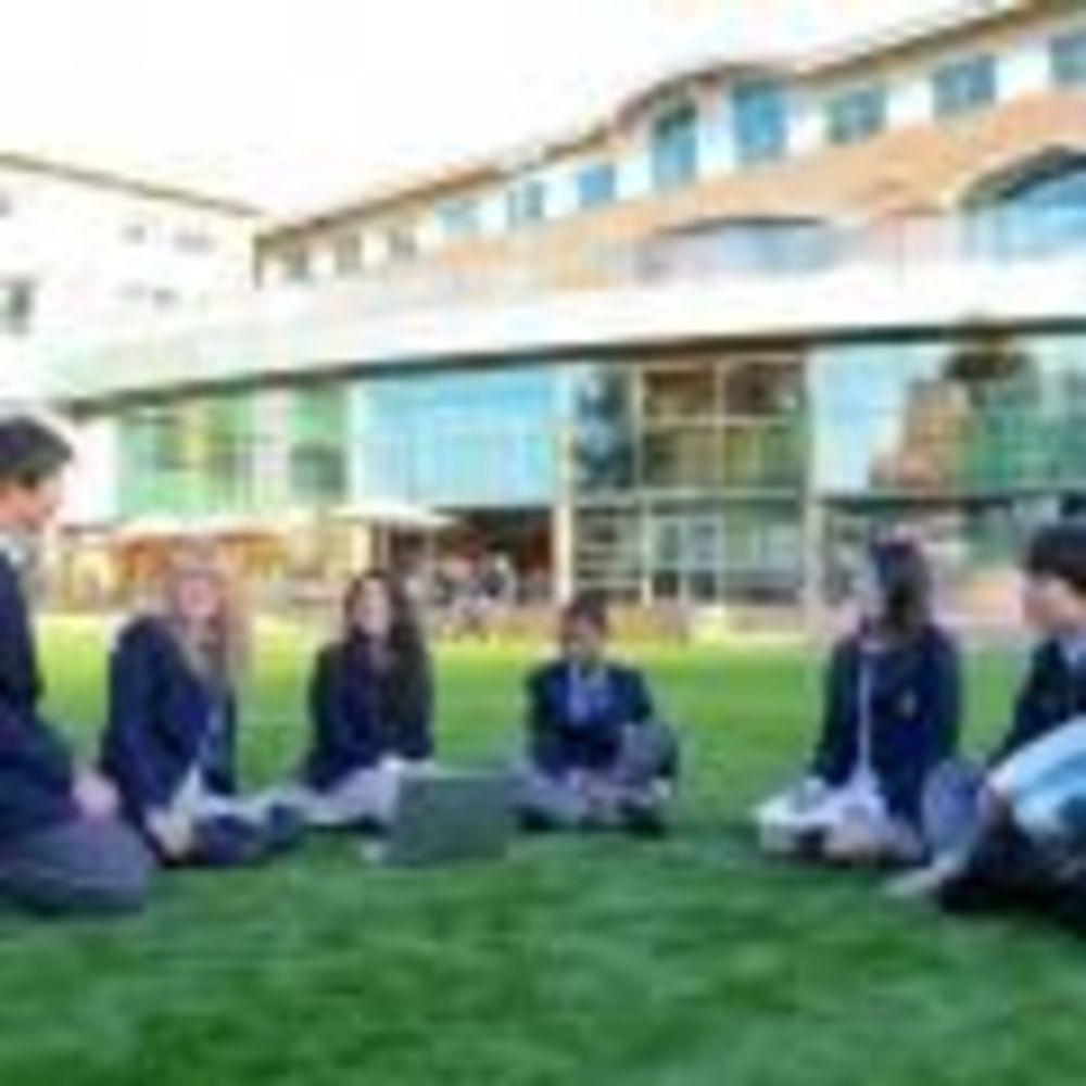 студенты школы Bodwell High School