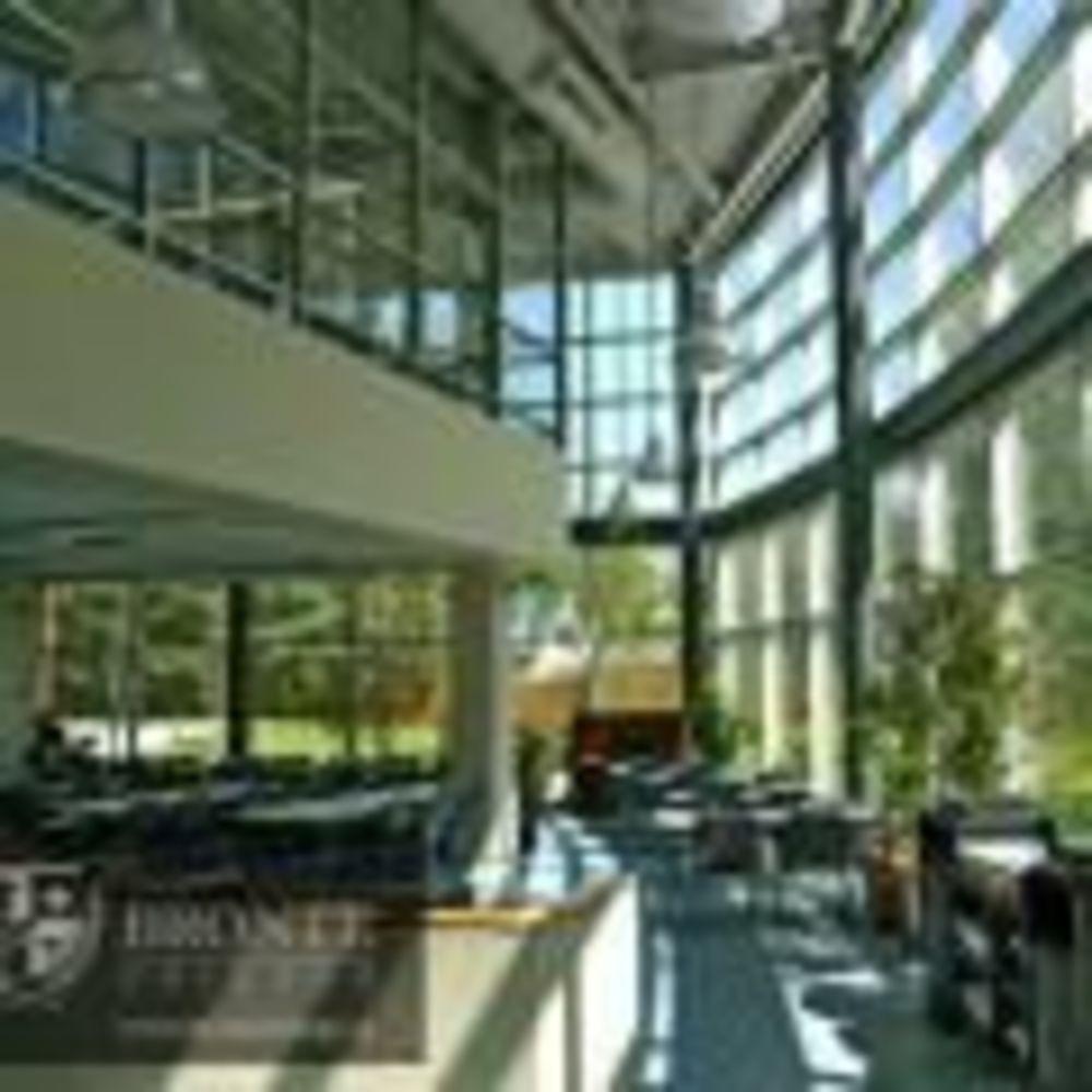 кампус школы Bronte College