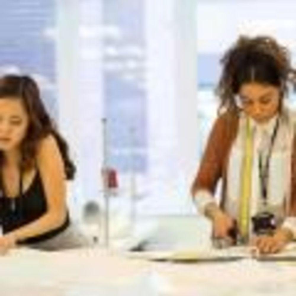 Cambridge School of Visual & Performing Arts студенты работают