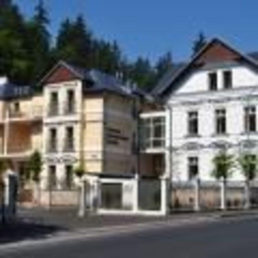 Carlsbad International School здания резиденции