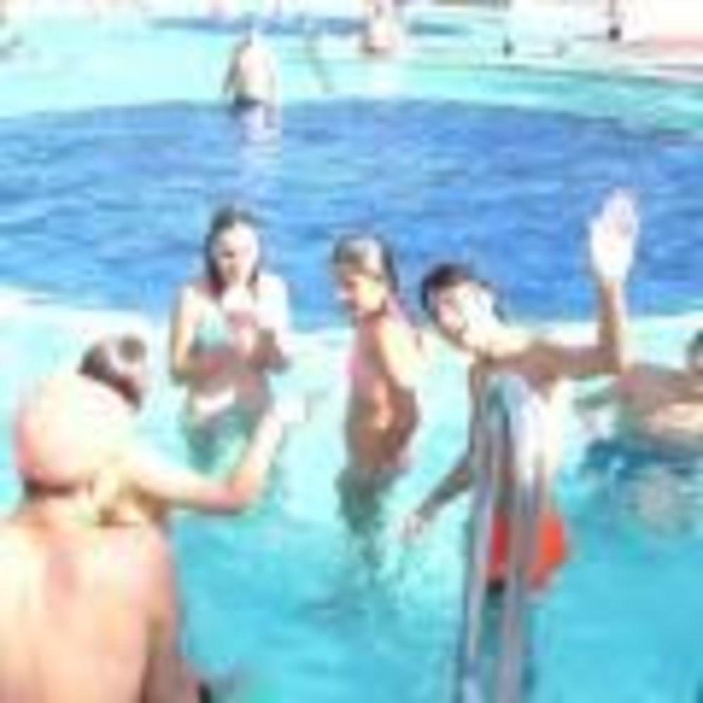 """дети в бассейне MB International Summer Camp Lignano - компания """"Аспект"""""""