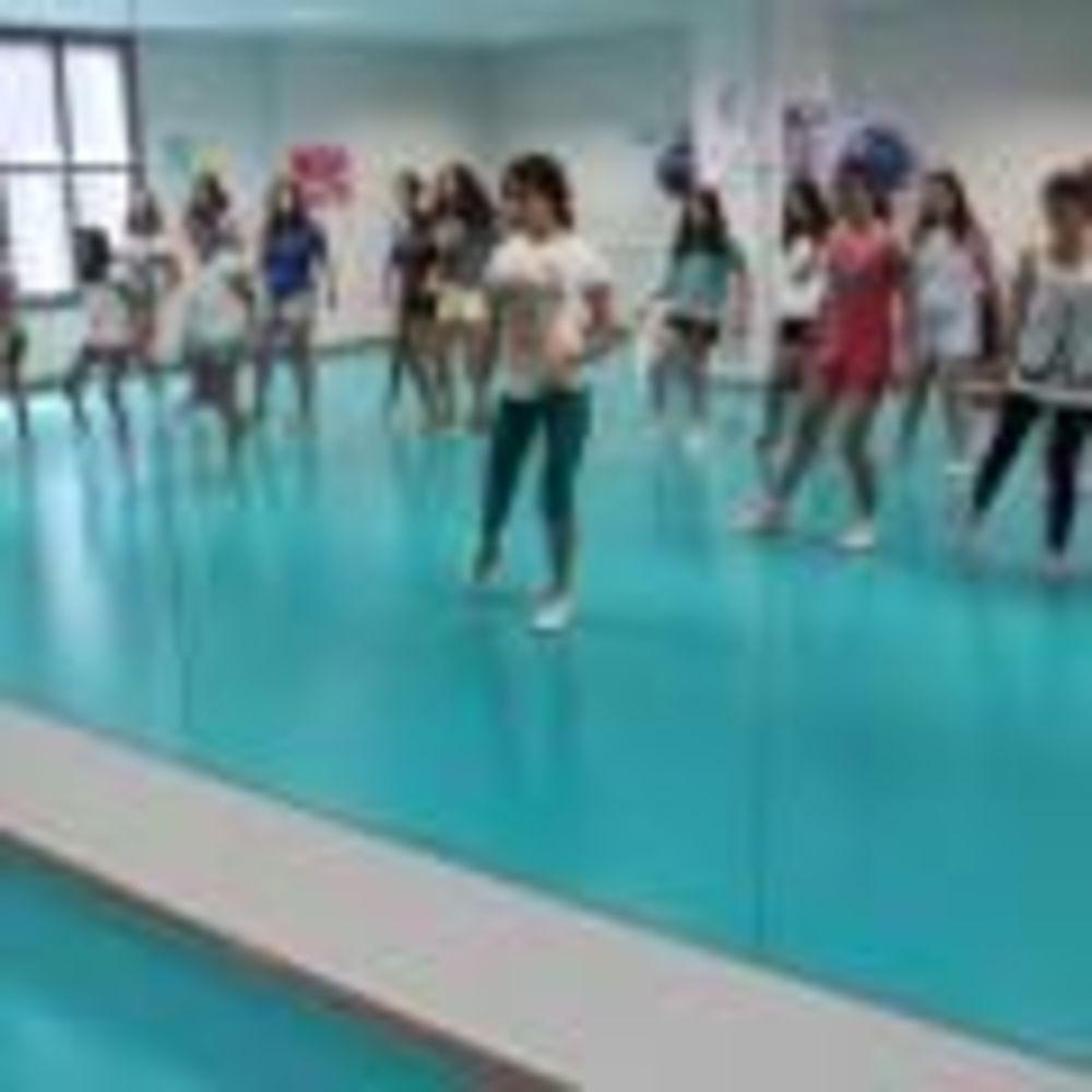 занятия танцами в Caxton College