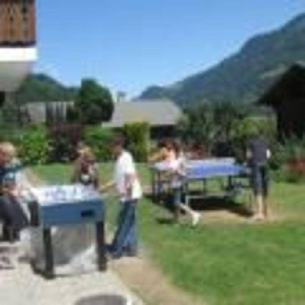 дети после уроков в школе Ecole Nouvelle de la Suisse Romande
