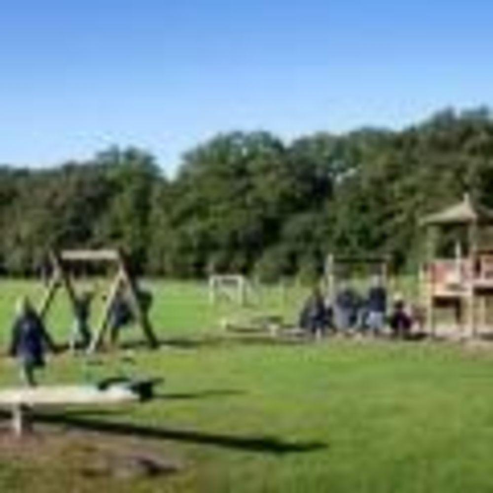 Дети на игровой площадке Eerde International School