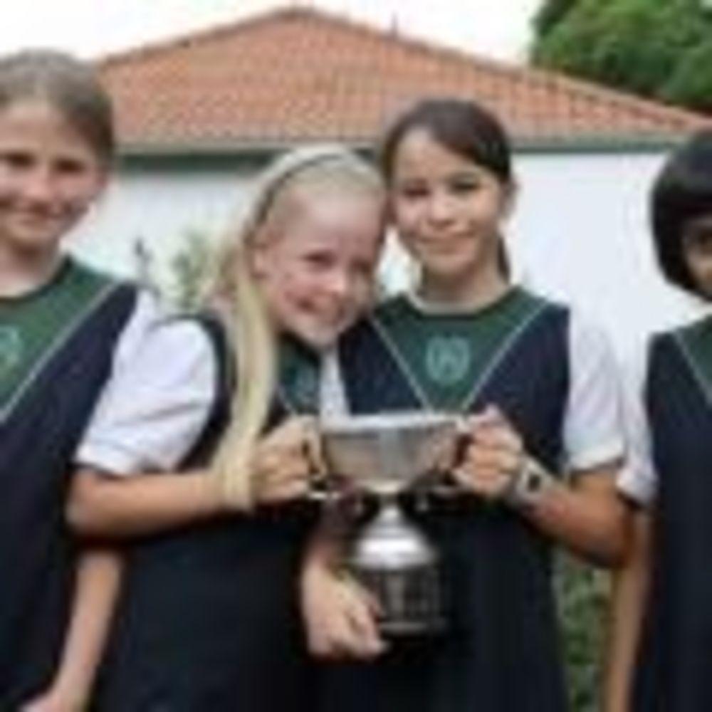 девочки с кубком в Roedean School