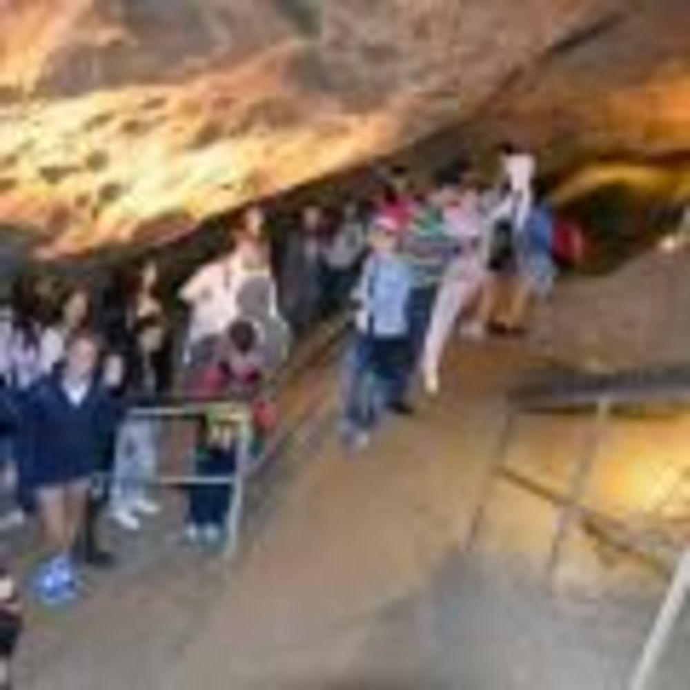 прогулка по пещерам в лагере DID Вена