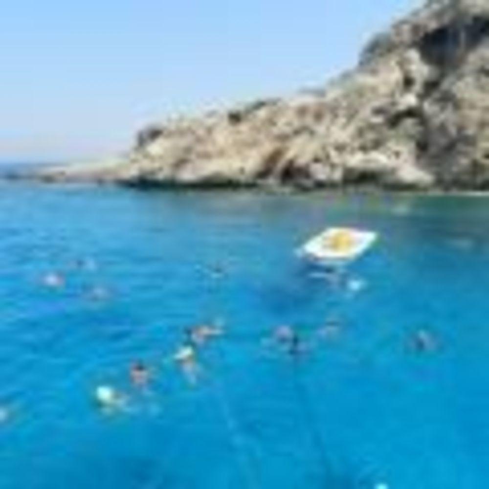 Студенты программы UNIQuest плавают в море