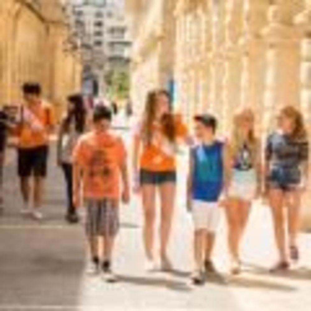 дети на прогулке EC Malta, St. Julian's