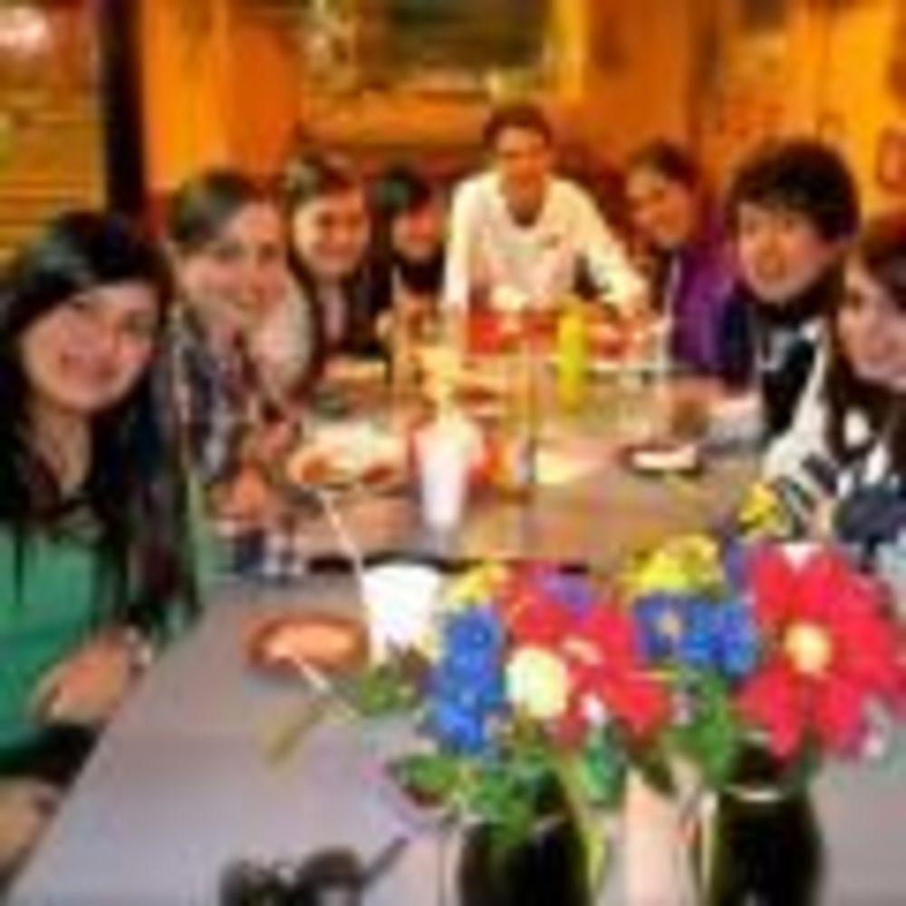 ELC Santa Barbara студенты в кафе