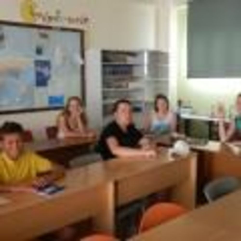 English Quest Camp дети в классе