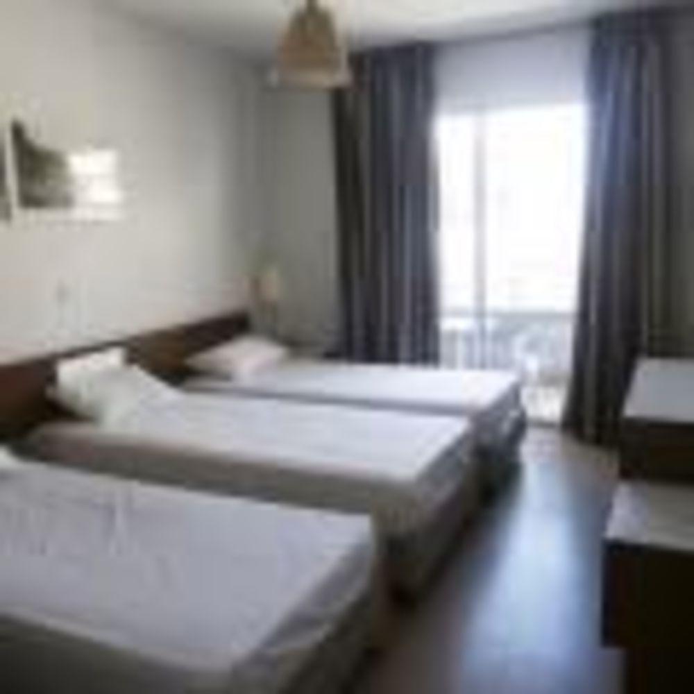 English Quest Camp спальная комната в резиденции