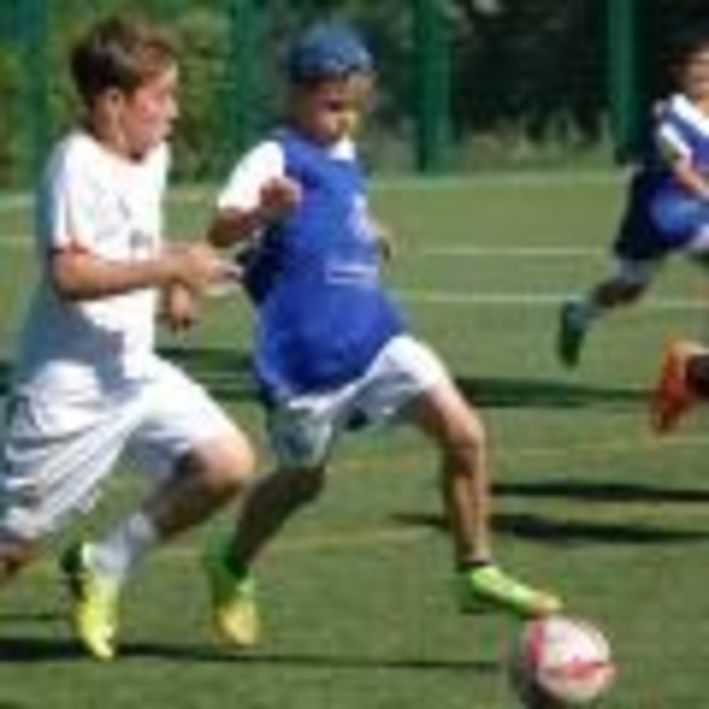 занятия по футболу в лагере King's College, The British School of Madrid