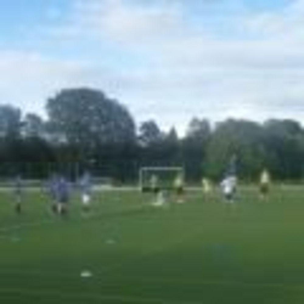 Футбол Downe House. Аспект - Обучение за рубежом