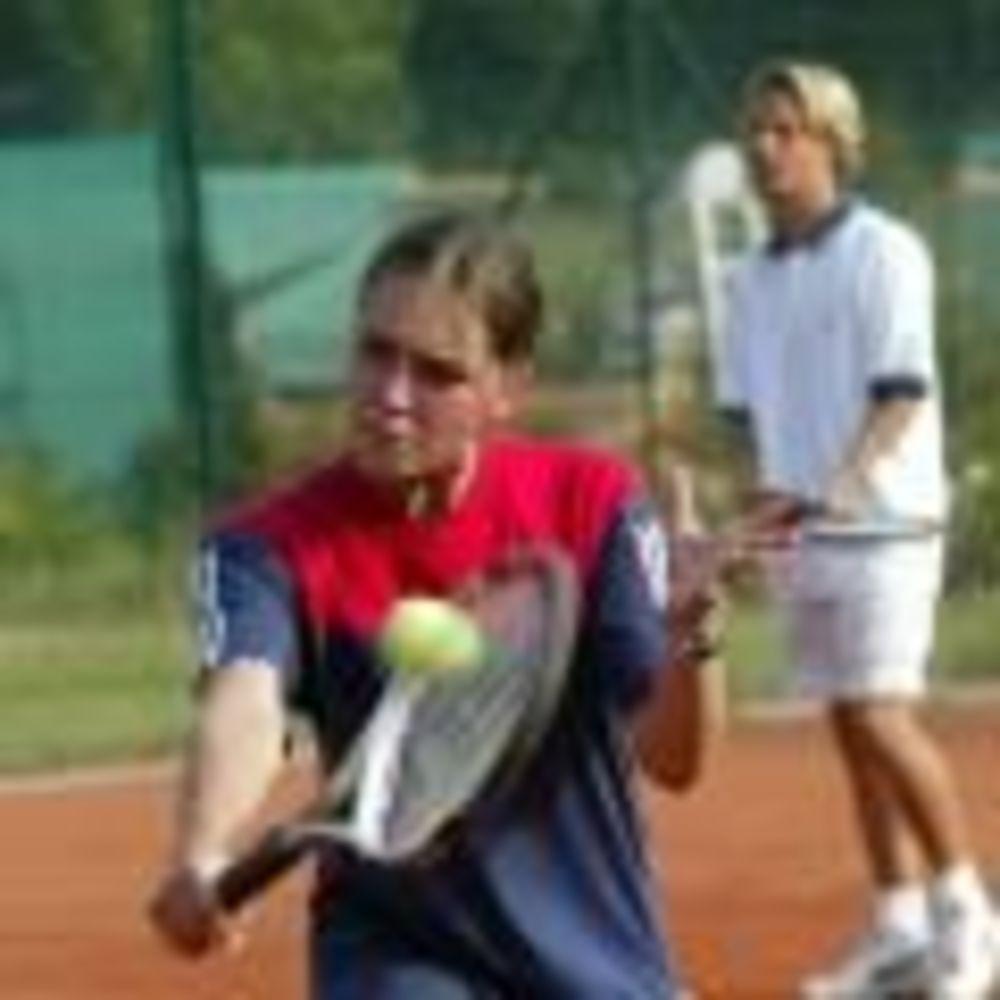 занятия теннисом в лагере Lindenberg, Humboldt – Institut