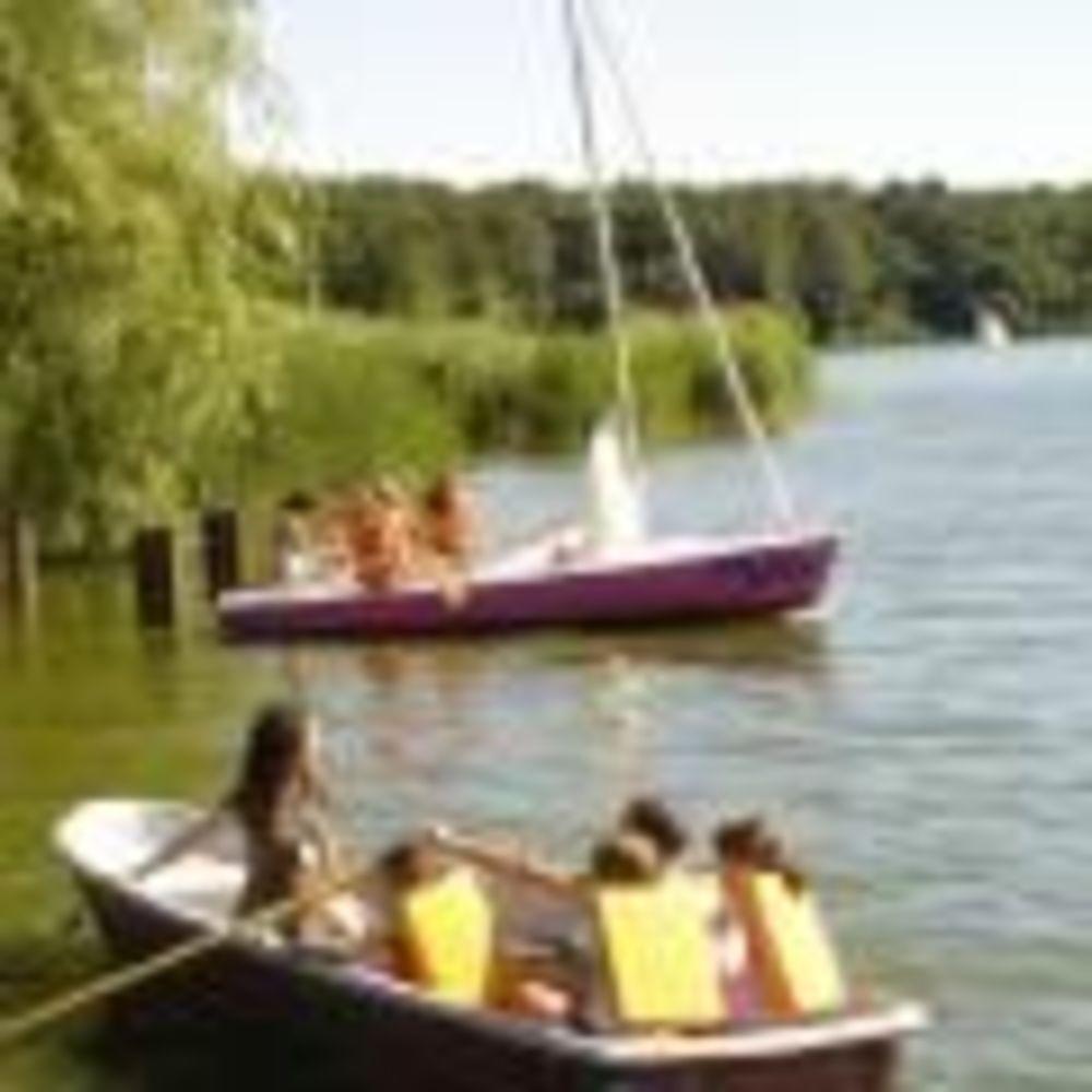 GLS Berlin Young and Fun дети плавают на лодках
